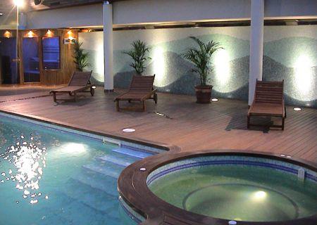 Piscinas modernas for Imagenes de casas con piscina modernas