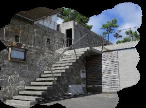 Escaleras interiores y exteriores