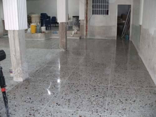 Instalar un piso de granito - Como pegar losetas de piso ...