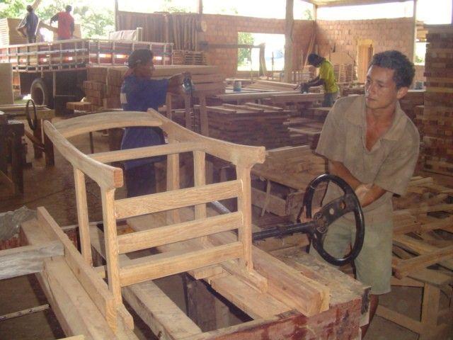 Concursos de dise o de muebles utilizando madera dura for Diseno de muebles rusticos de madera