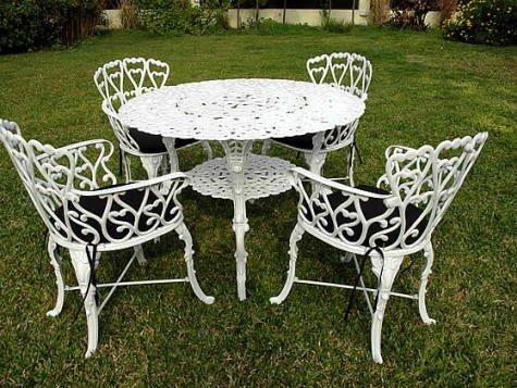 Muebles de metal for Decoracion mesas de jardin