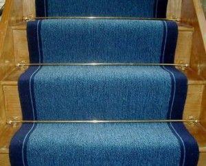 Poner-una-alfombra-en-la-escalera