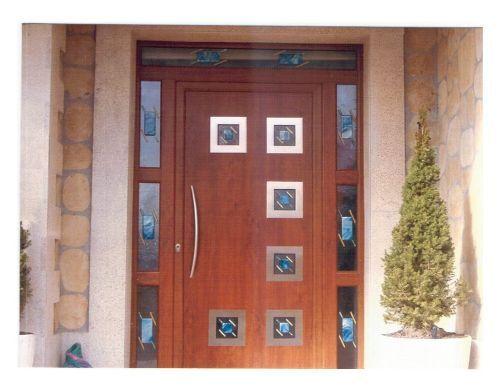 Imagenes de puertas de maderas fotos presupuesto e imagenes for Modelos de puerta de madera para casa