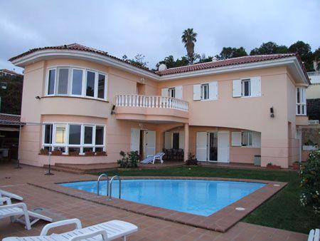 Fotos de casas con piscina fotos presupuesto e imagenes for Casas bonitas con alberca y jardin