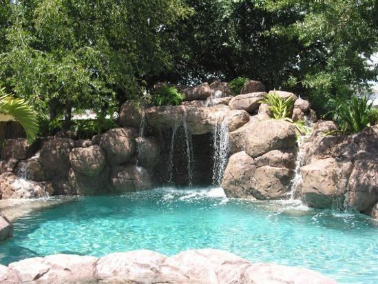 Fotos de piscinas con cascadas fotos presupuesto e imagenes - Fotos de piscinas ...