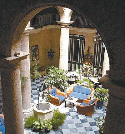 Imagenes de patios coloniales fotos presupuesto e imagenes for Decoracion para patios interiores