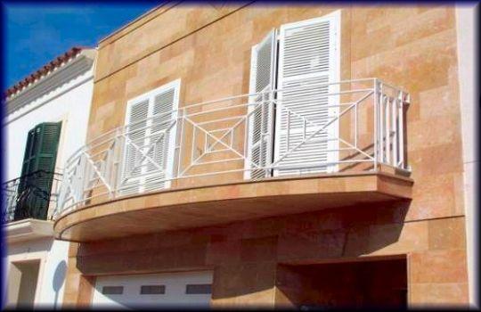 Puertas balcon aluminio fotos presupuesto e imagenes for Puerta balcon aluminio rosario