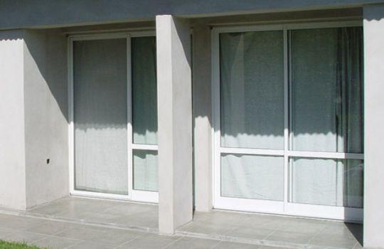 Puertas y ventanas en aluminio fotos presupuesto e imagenes for Puertas y ventanas de aluminio blanco precios