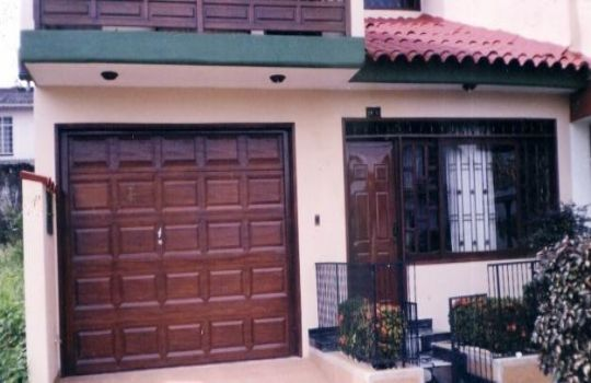Portones garaje fotos presupuesto e imagenes for Modelos techos para garage