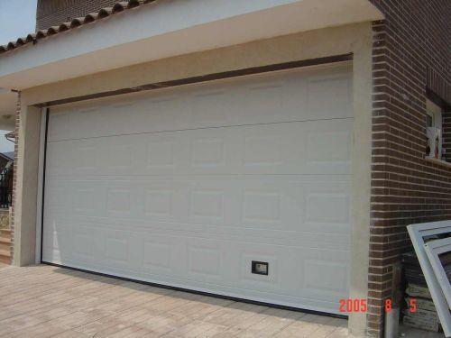 Fotos de puertas de garaje for Puertas automaticas garaje