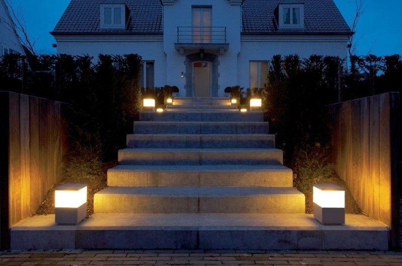 Lamparas para escaleras exteriores for Lamparas para exteriores jardin
