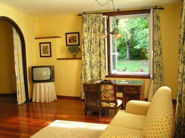 Decoracion interior y mobiliarios de color amarillo for Decoracion de casas pintura d e paredes