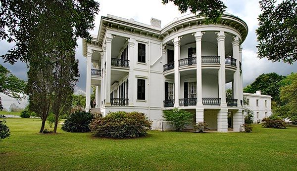 Fachadas de casas villas y mansiones for Las mejores fachadas de las villas