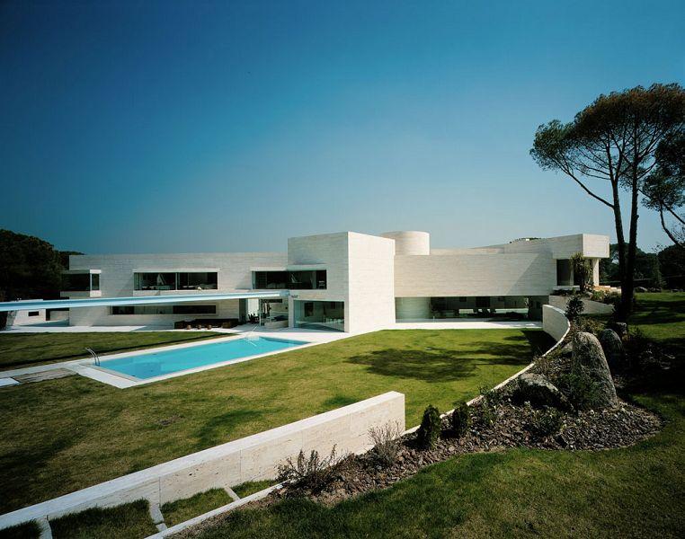 Fachadas de casas villas y mansiones for Casa de arquitecto moderno