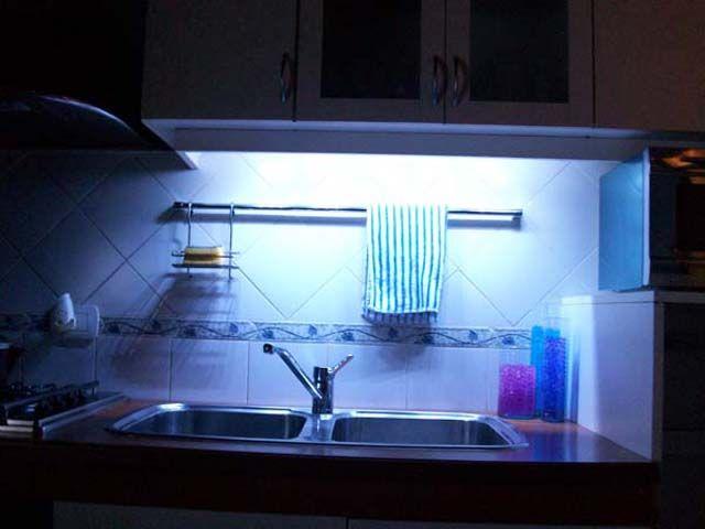Luz de bajo alacena, una iluminación práctica y decorativa