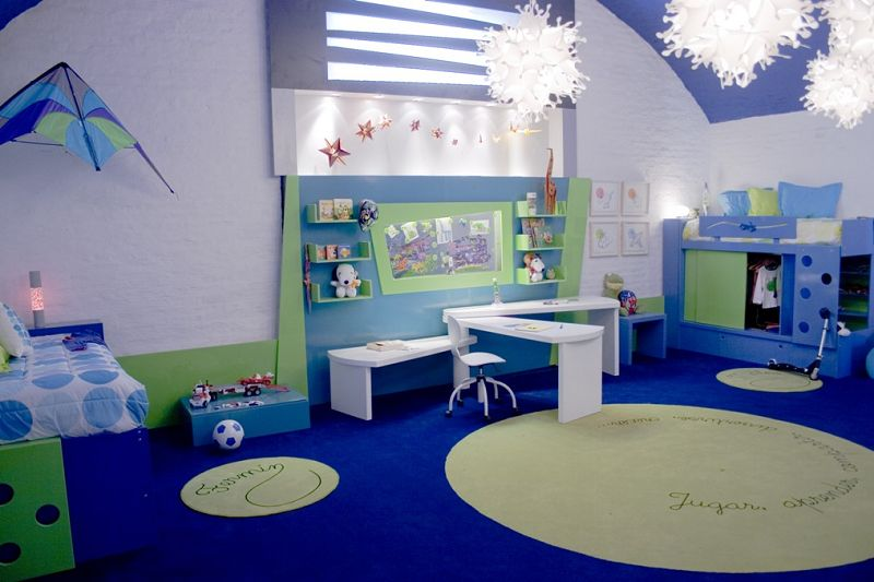 Decorar dormitorios infantiles con suelos de color
