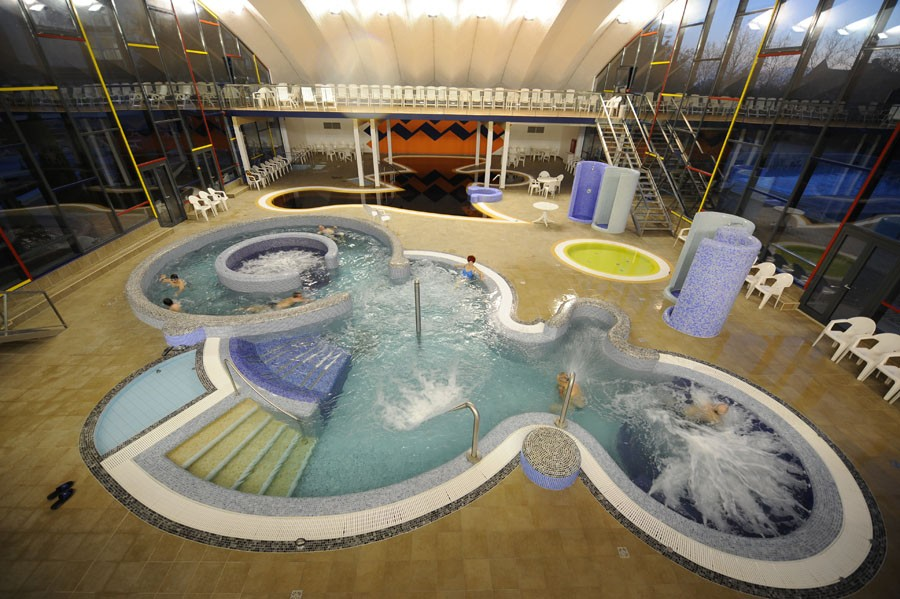 Hotel 4 estrellas en hajd szoboszl for Albercas de plastico para ninos