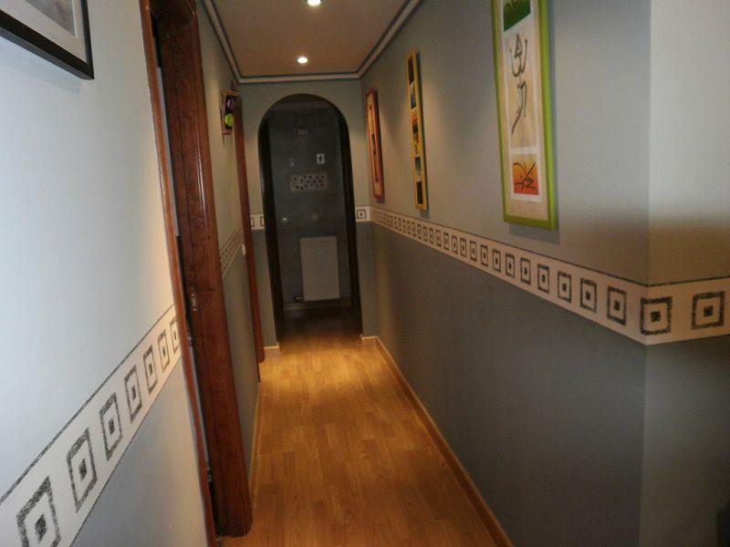 Como ampliar visualmente un pasillo de la casa - Como decorar un pasillo de una casa ...