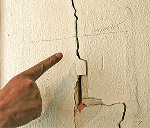 Como reparar las grietas en paredes y techos de yeso - Como se hace el gotele en las paredes ...