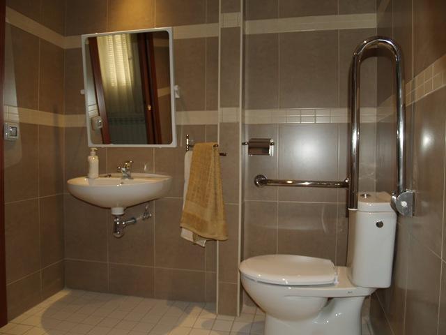 Baño apto para personas con movilidad reducida