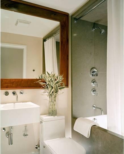 Como colocar un espejo en el ba o for Como limpiar bien el bano