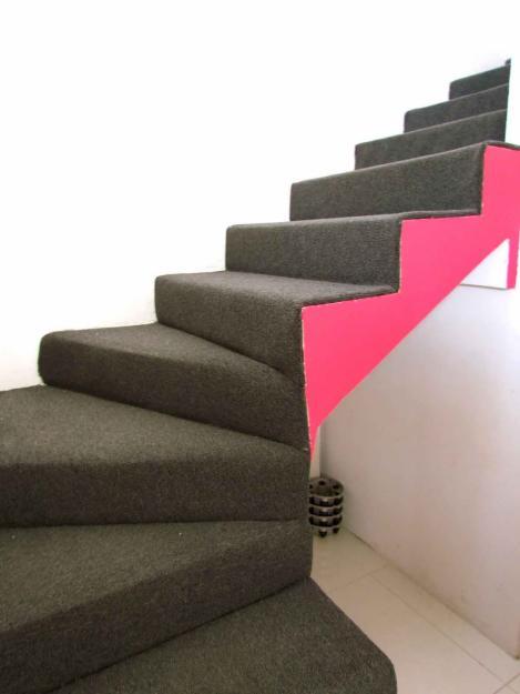 Por qu alfombrar las escaleras ventajas Mas alfombrar