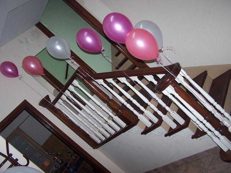 Decorar escaleras con globos for Como adornar con globos