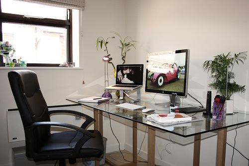Como decorar mejor una oficina muy peque a for Oficinas pequenas modernas en casa