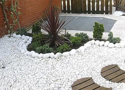 Decoraci n un jardin con piedras blancas for Decoracion de jardines con piedras
