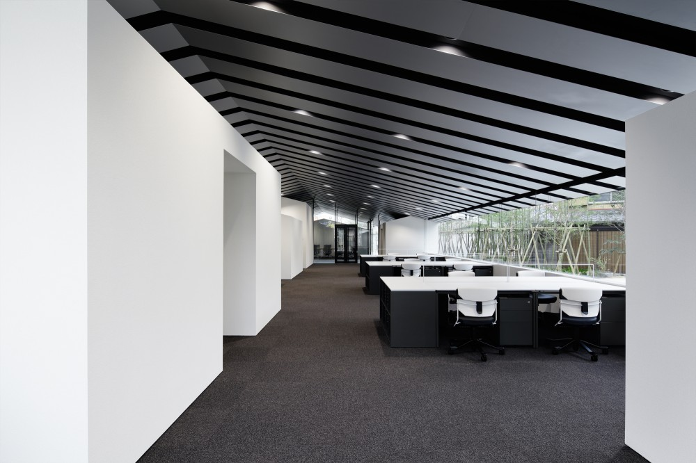 Moderna oficina en jap n for Oficinas elegantes y modernas