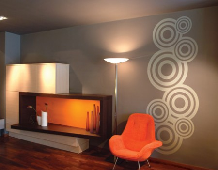 Decoraci n de paredes modernas con c rculos adhesivos - Decoracion de paredes colores ...