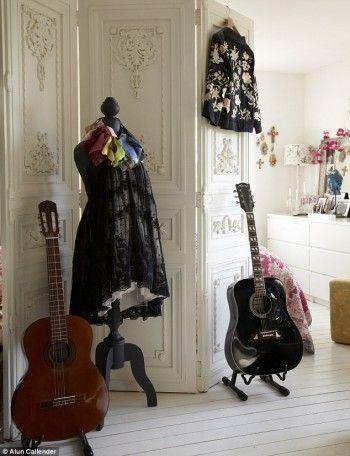Decoracion rustica con guitarras 2