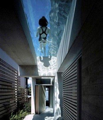 Pasillos minimalista con techos de cristal