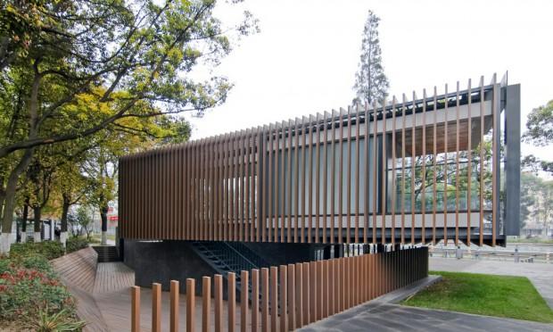 Riverside Park Pavilion persianas y jardín