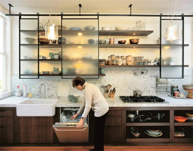El uso de las estanterías en las cocinas..