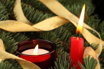 El uso de velas y candelabros en la decoración