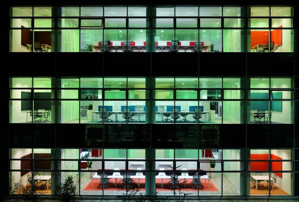 Modernas oficinas de microsoft en mil n for Fachadas modernas para oficinas