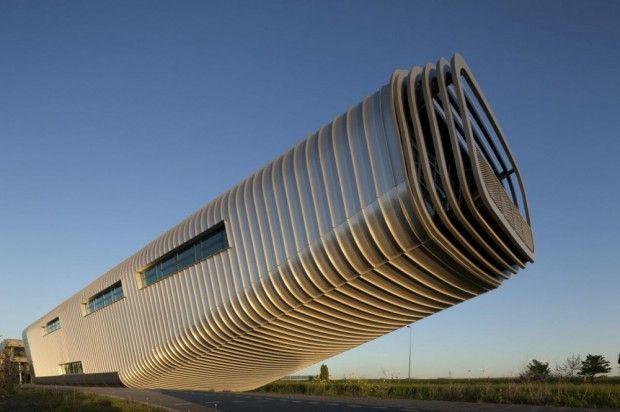 moderno edificio Wilo voladizo