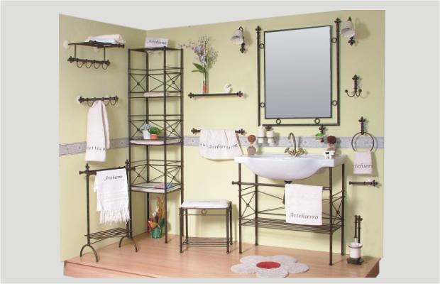 Ba o decorado con muebles de forja - Apliques de pared originales ...