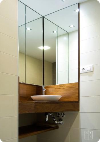 Baños con espejos esquineros