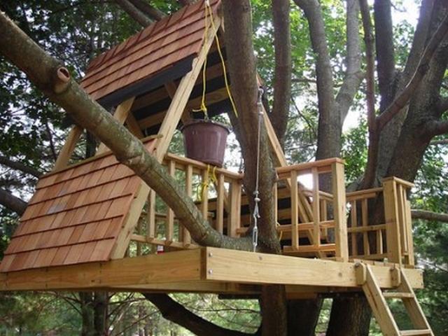 Decoración de jardín una casa en el árbol 2