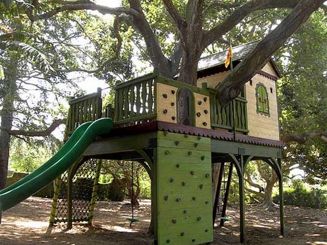 Decoración de jardín una casa en el árbol 3