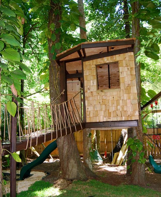 Decoración de jardín una casa en el árbol 4