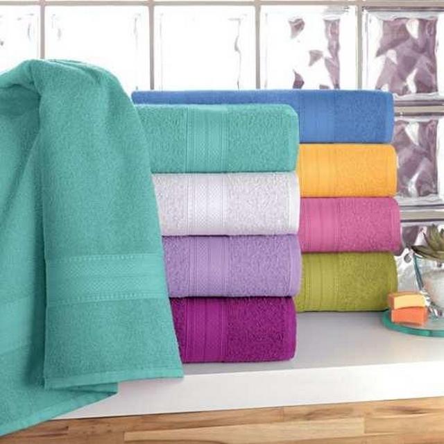 Decorar baño con toallas de colores 2