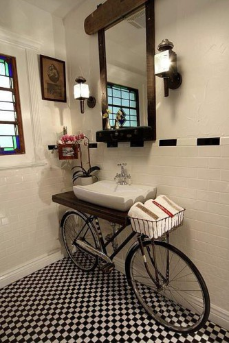 Decorar baños con bicicletas