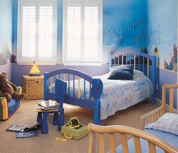 Decorar un dormitorio infantil compartido para niño y bebe