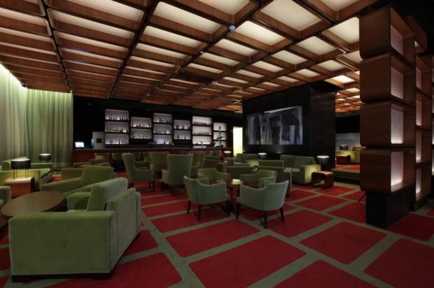 Diseño de interiores de moderno hotel bar