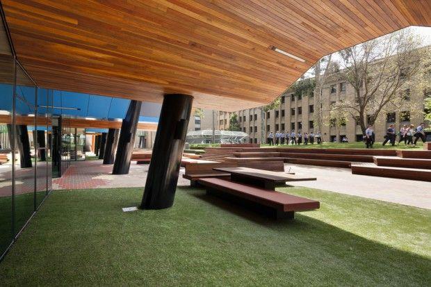 Moderno edificio educativo exteriores