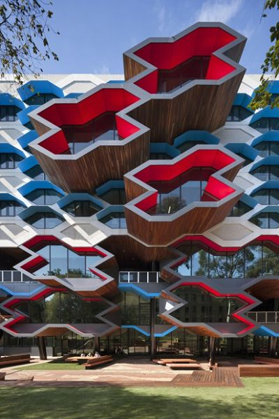 Moderno edificio educativo fachada