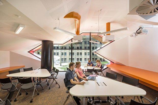 Moderno edificio educativo interiores